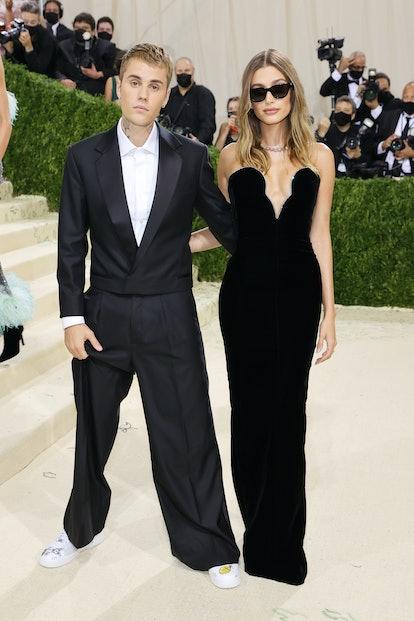 NEW YORK, NEW YORK - SEPTEMBER 13: Justin Beiber and Hailey Bieber attend The 2021 Met Gala Celebrat...