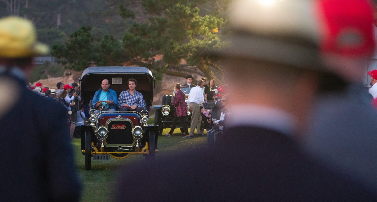 Bill Evans and his son Billy, of San Diego drives his  1905 Pope Toledo Type IV  Roi des Belges Tonn...