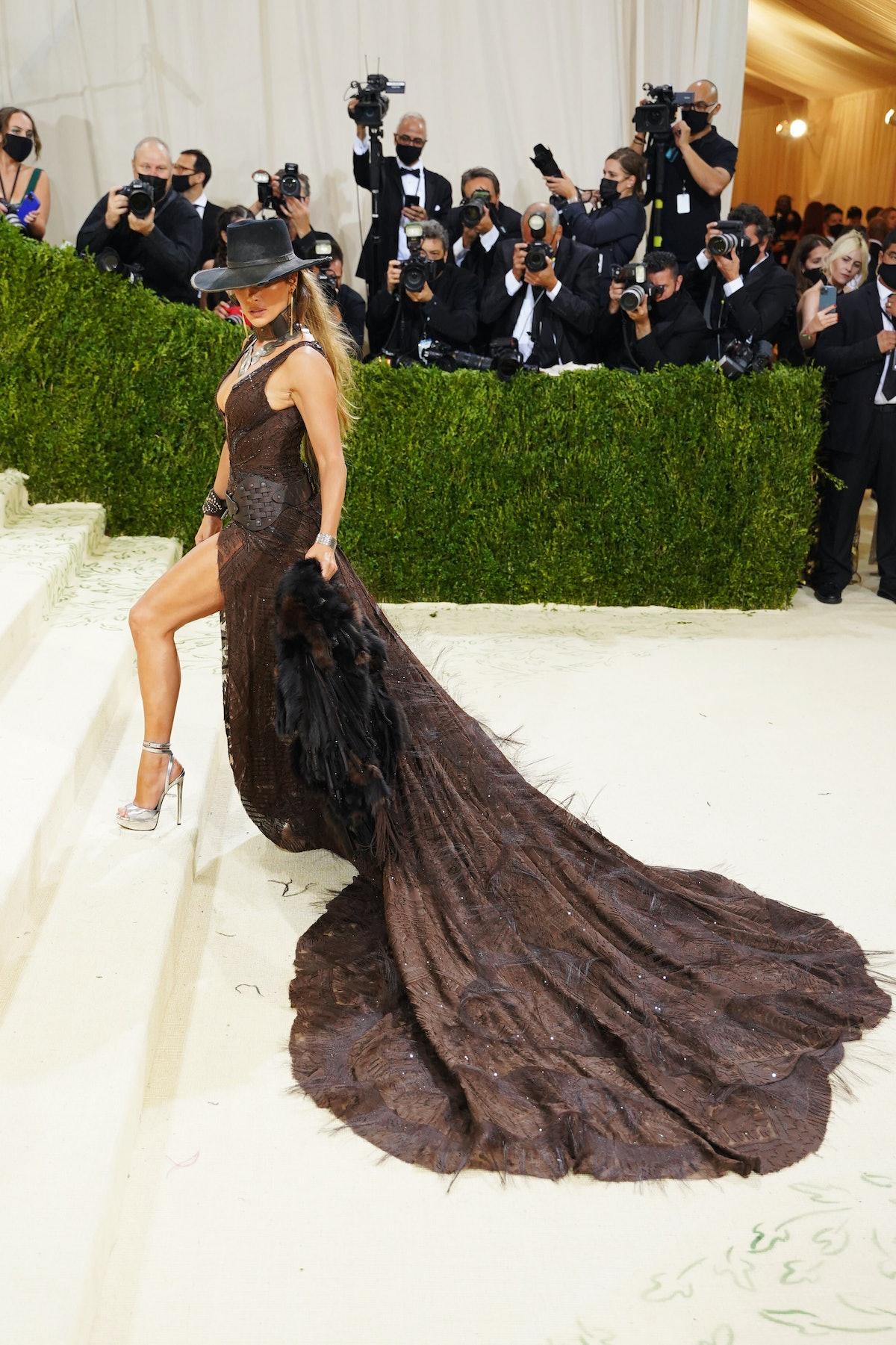 NEW YORK, NEW YORK - SEPTEMBER 13: Jennifer Lopez attends 2021 Costume Institute Benefit - In Americ...