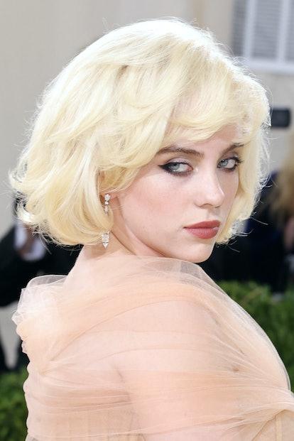 Billie Eilish's Met Gala 2021 makeup was Old Hollywood glam meets rockstar.