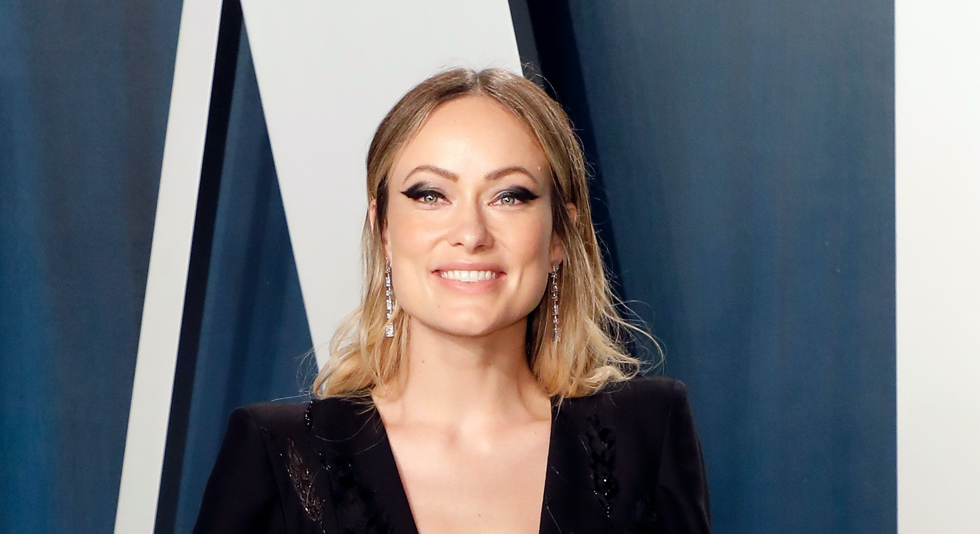 BEVERLY HILLS, CALIFORNIA - FEBRUARY 09: Olivia Wilde attends the 2020 Vanity Fair Oscar Party at Wa...