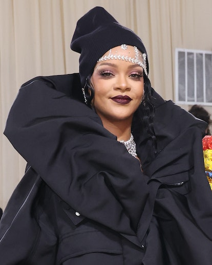 """NEW YORK, NEW YORK - SEPTEMBER 13: Rihanna attends the 2021 Met Gala benefit """"In America: A Lexicon ..."""