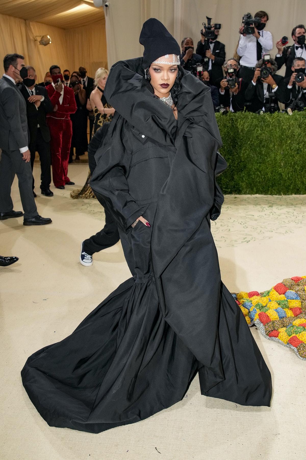 NEW YORK, NEW YORK - SEPTEMBER 13: Rihanna attends The 2021 Met Gala Celebrating In America: A Lexic...