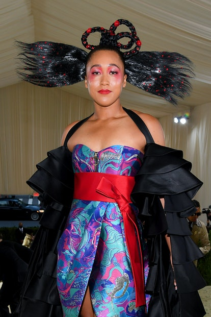 Naomi Osaka's Met Gala 2021 makeup and hair were standouts on the red carpet.