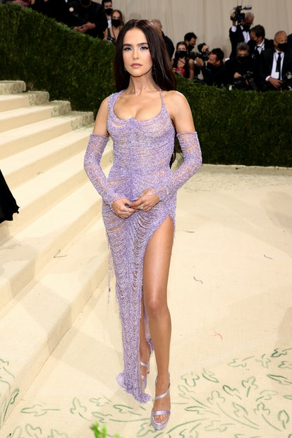NEW YORK, NEW YORK - SEPTEMBER 13: Zoey Deutch attends The 2021 Met Gala Celebrating In America: A L...