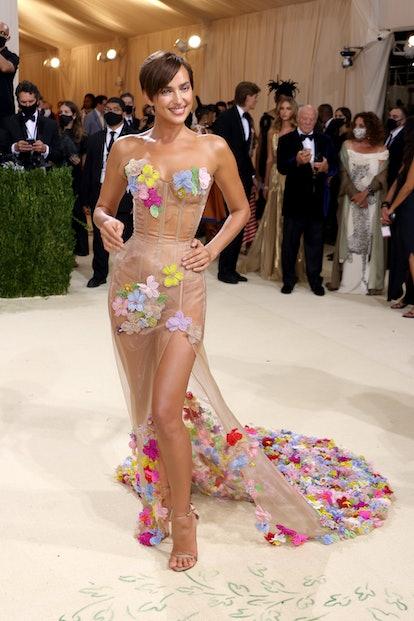 NEW YORK, NEW YORK - SEPTEMBER 13: Irina Shayk attends The 2021 Met Gala Celebrating In America: A L...