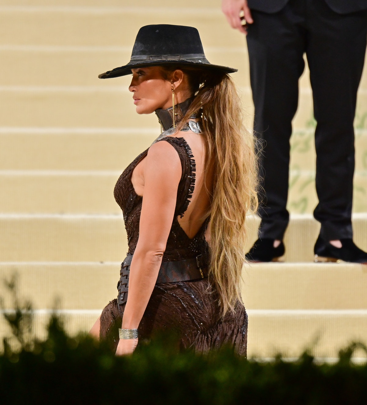 Jennifer Lopez's Met Gala 2021 hair was meant to mimic a horse's tail, fitting in with her Wild West...