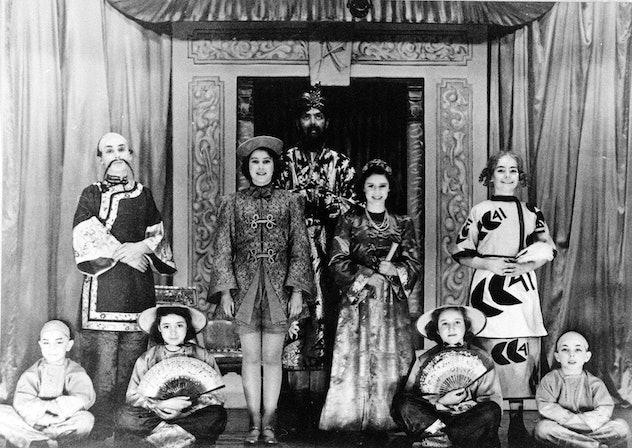 Queen Elizabeth played Aladdin.