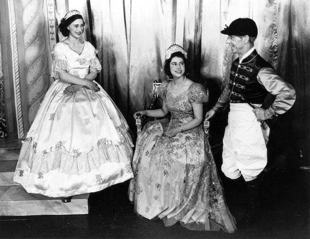 Queen Elizabethe gets into acting.