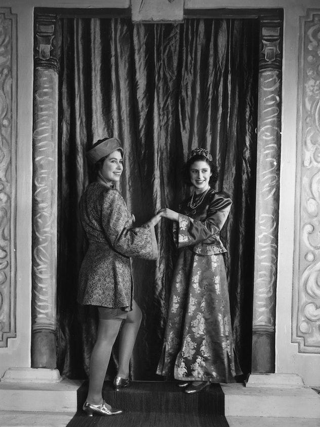 Queen Elizabeth charms as Aladdin.