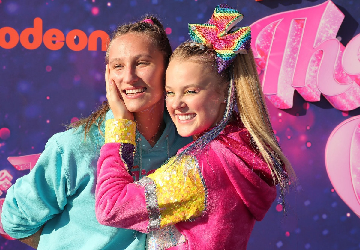 JoJo Siwa and her girlfriend Kylie Prew are so in love and they celebrate four anniversaries per mon...