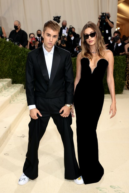 Justin Bieber and  Hailey Bieber attend the 2021 Met Gala.