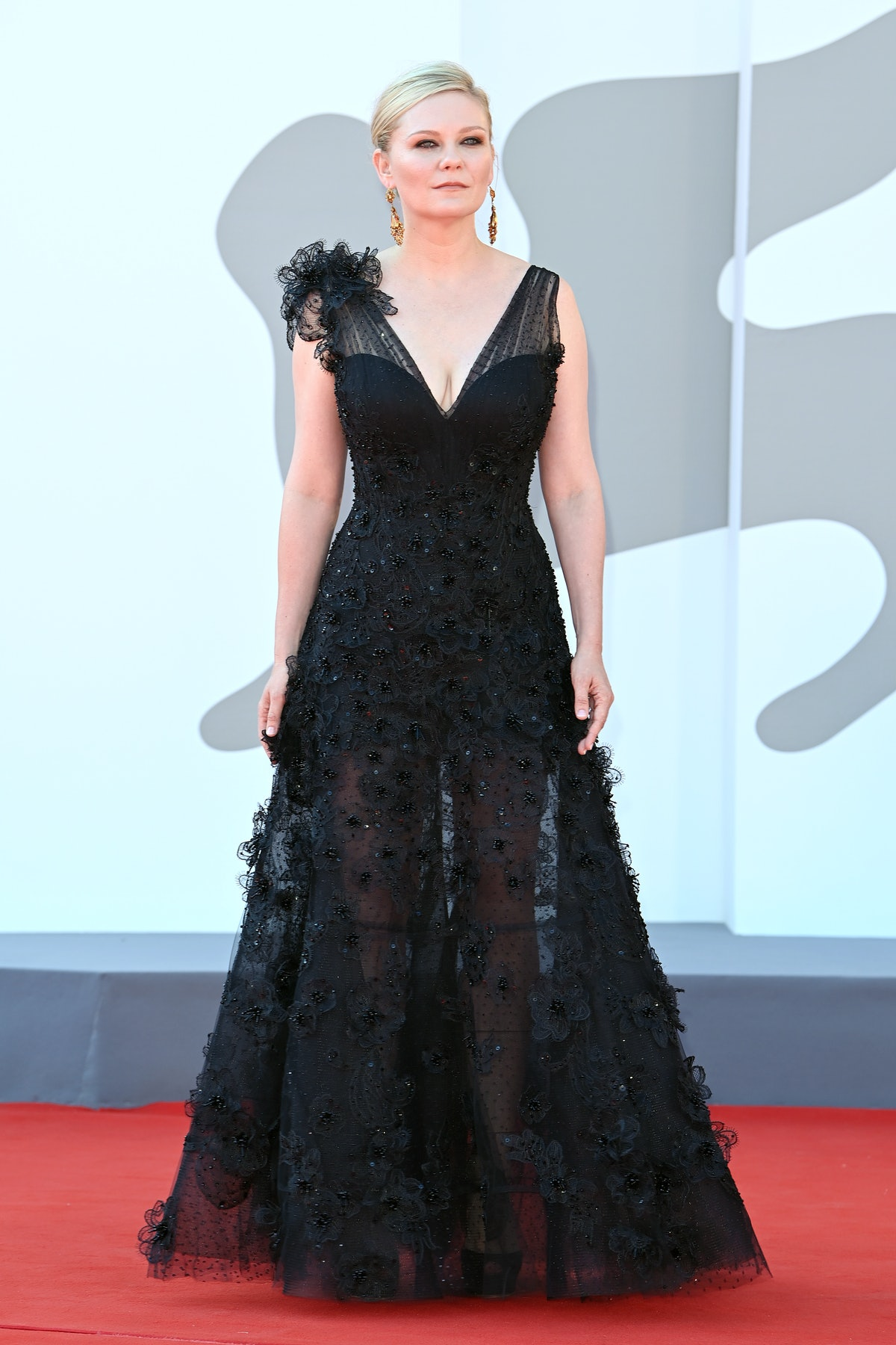 """VENICE, ITALY - SEPTEMBER 02: Kirsten Dunst attends the red carpet of the movie """"The Power Of The Do..."""