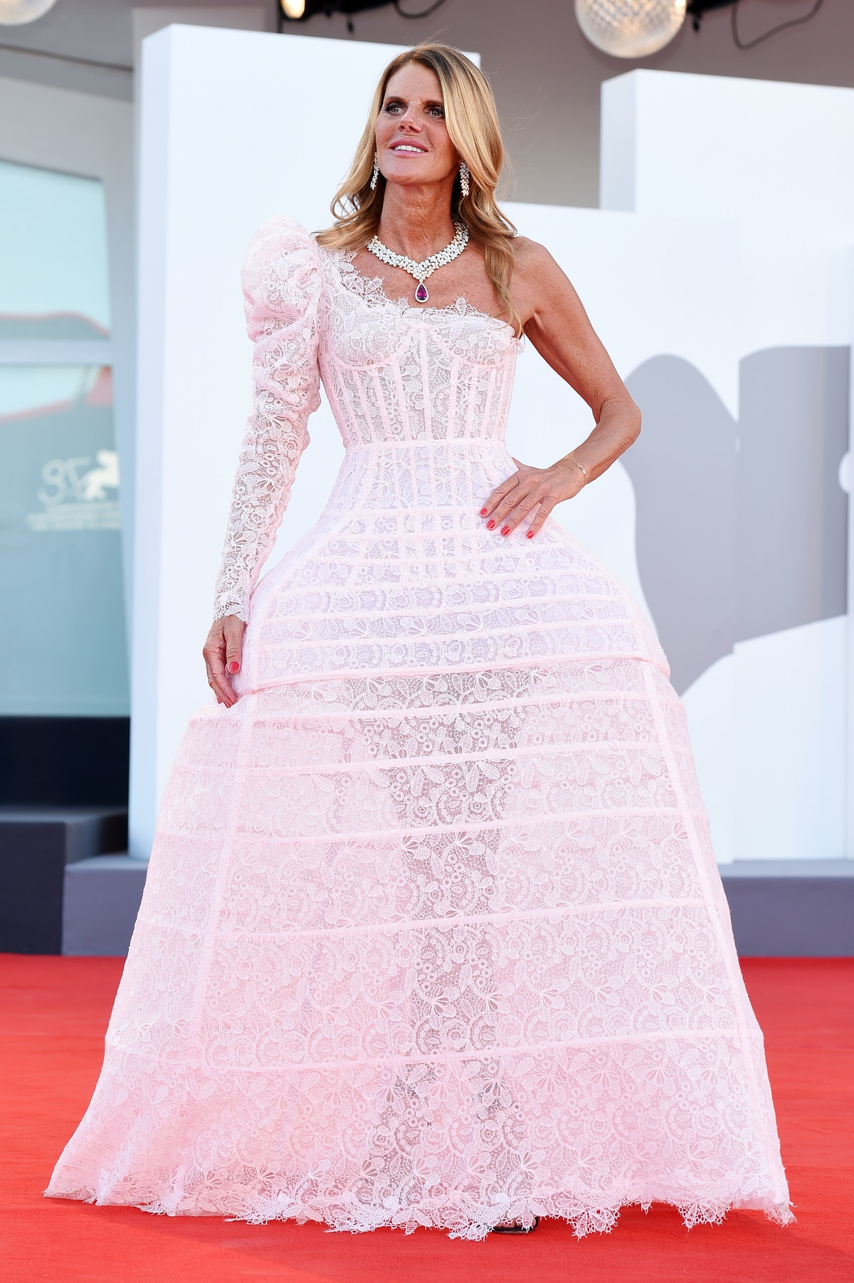 """VENICE, ITALY - SEPTEMBER 01:  Anna Dello Russo attends the red carpet of the movie """"Madres Paralela..."""