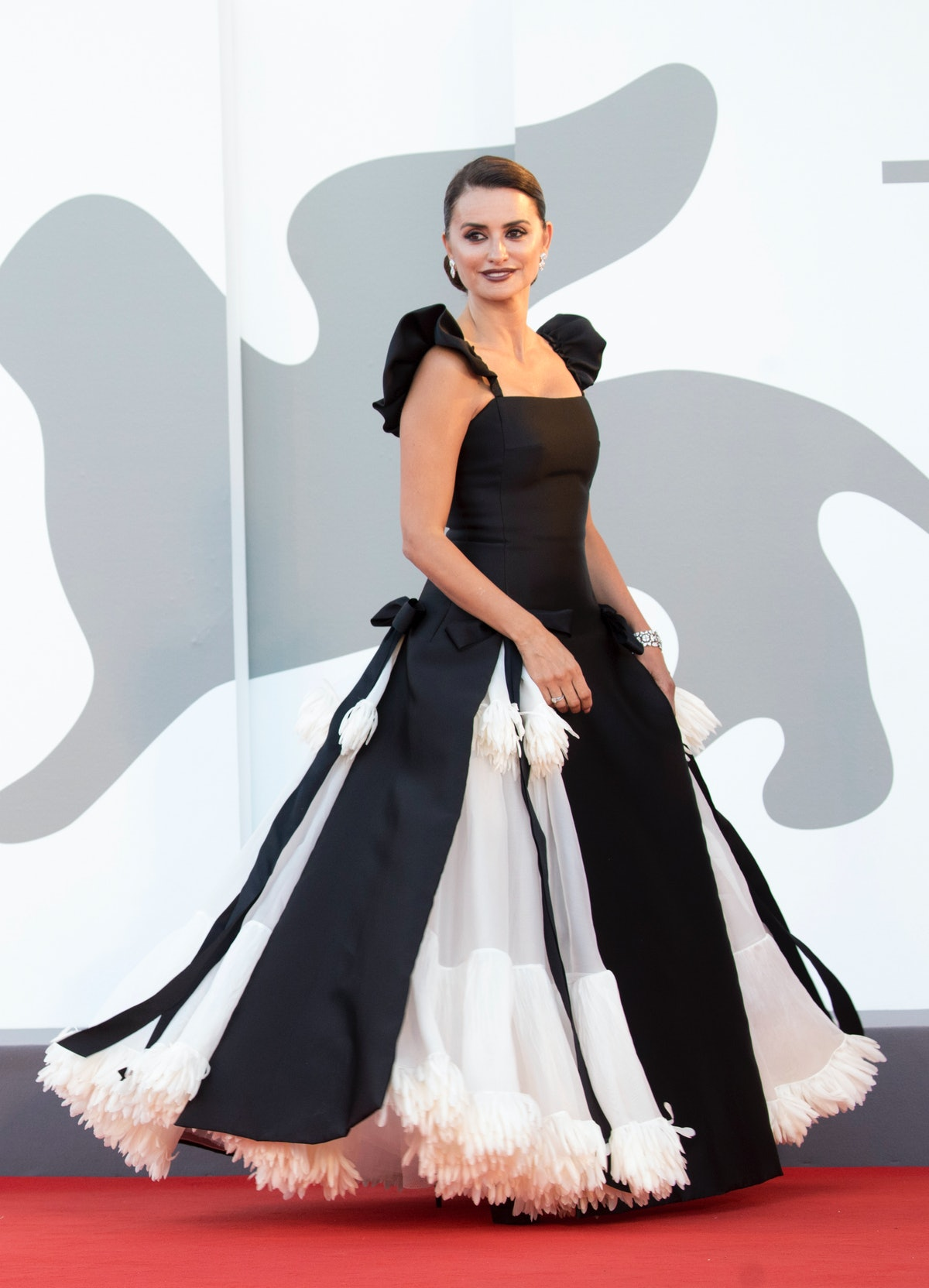 """Penelope Cruz attends the red carpet of the movie """"Madres Paralelas"""" during the 78th Venice Internat..."""