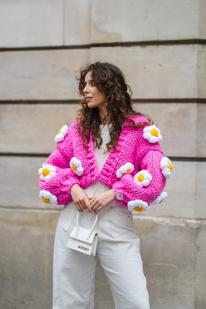 A sweater outfit featuring an oversize pink cardigan.