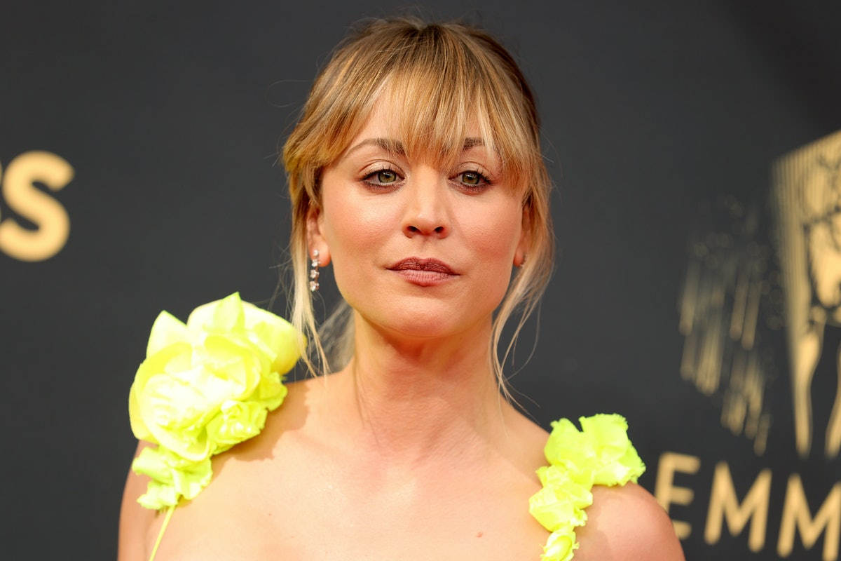 LOS ANGELES, CALIFORNIA - SEPTEMBER 19: Kaley Cuoco attends the 73rd Primetime Emmy Awards at L.A. L...