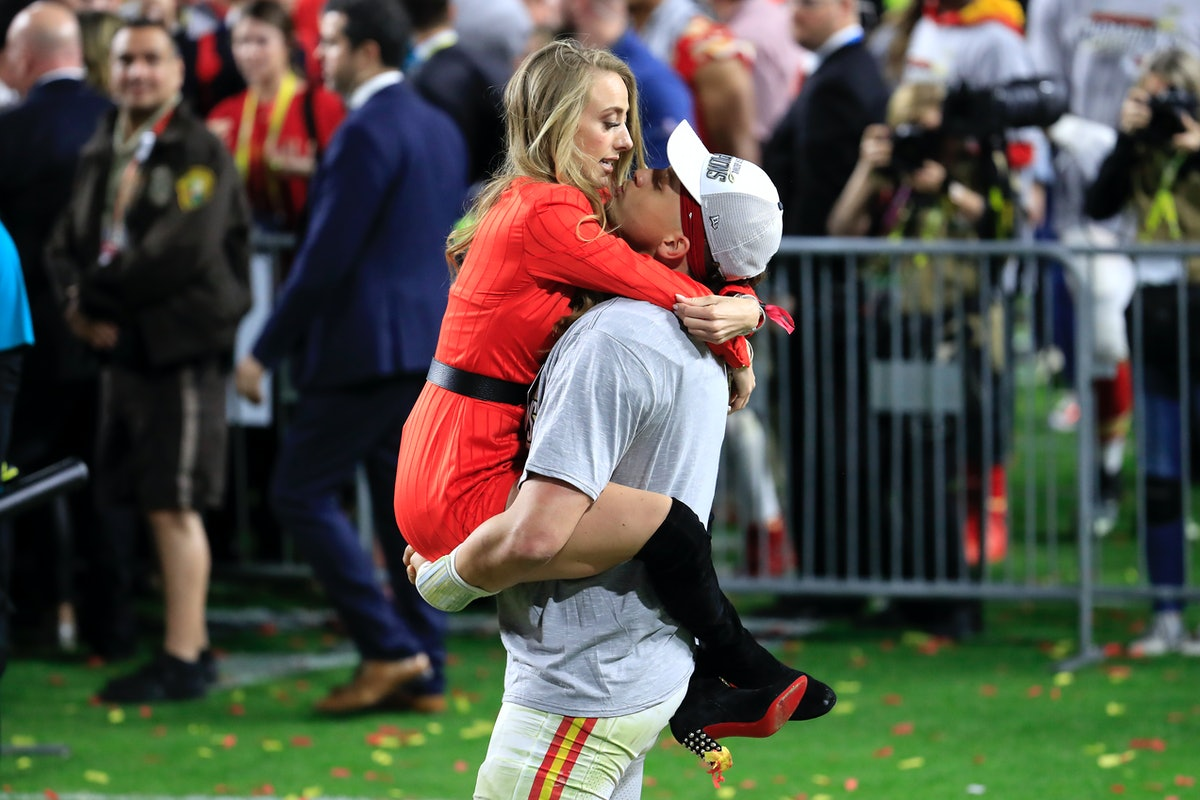 Patrick Mahomes kissed Brittany Matthews mid-game, and it was such a sweet moment.