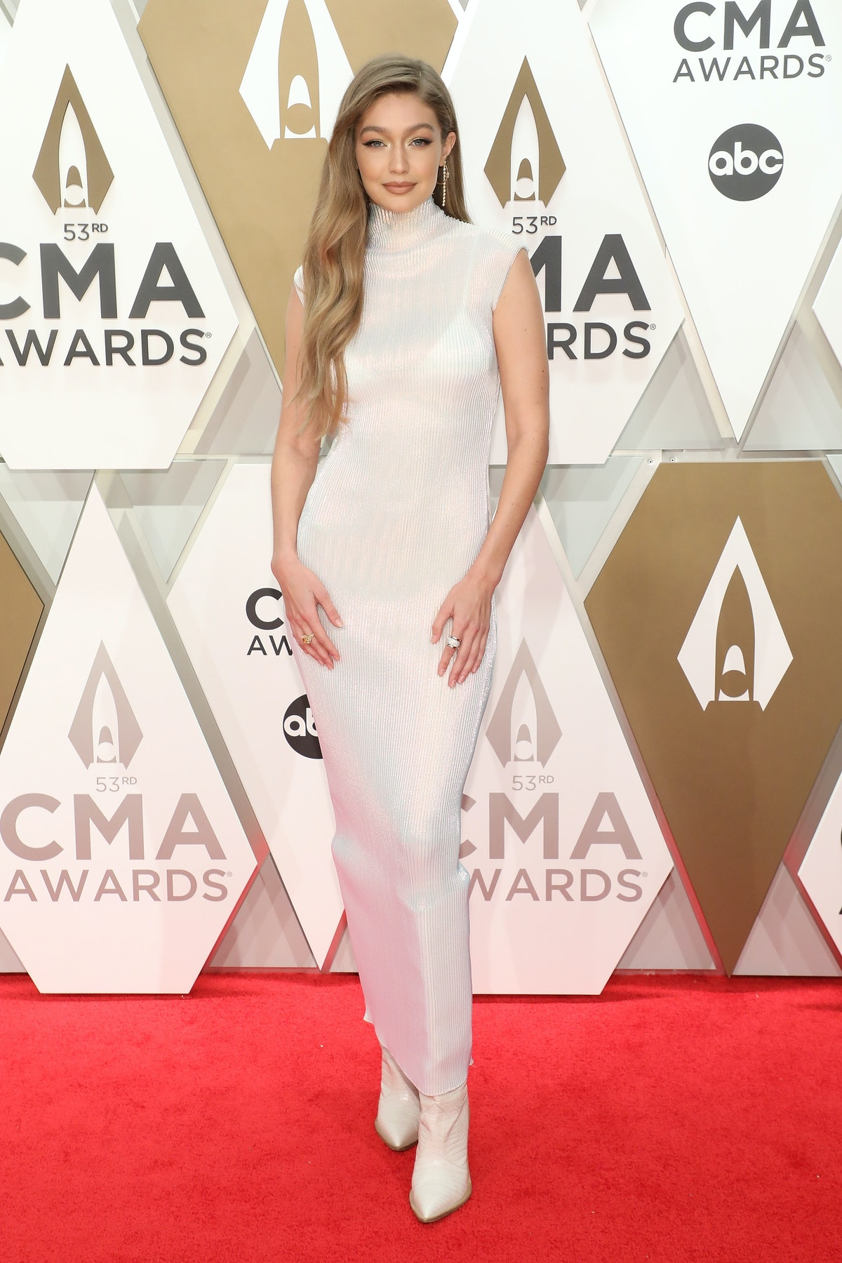 NASHVILLE, TENNESSEE - NOVEMBER 13: (FOR EDITORIAL USE ONLY)  Gigi Hadid attends the 53nd annual CMA...