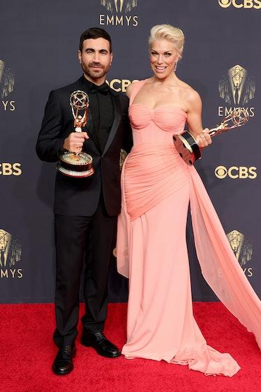 LOS ANGELES, CALIFORNIA - SEPTEMBER 19: (L-R) Brett Goldstein, winner of the Outstanding Supporting ...