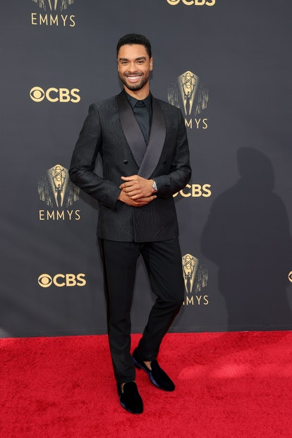 LOS ANGELES, CALIFORNIA - SEPTEMBER 19: Regé-Jean Page attends the 73rd Primetime Emmy Awards at L.A...