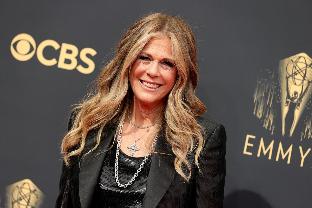LOS ANGELES, CALIFORNIA - SEPTEMBER 19: Rita Wilson attends the 73rd Primetime Emmy Awards at L.A. L...