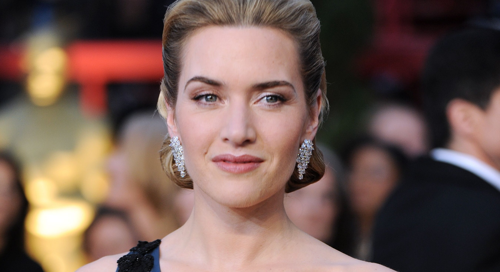 Actress Kate Winslet arrives at the 81st Academy Awards at the Kodak Theater in Hollywood, Californi...