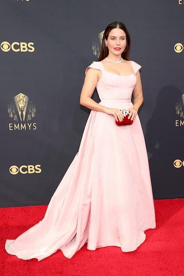 LOS ANGELES, CALIFORNIA - SEPTEMBER 19: Sophia Bush attends the 73rd Primetime Emmy Awards at L.A. L...