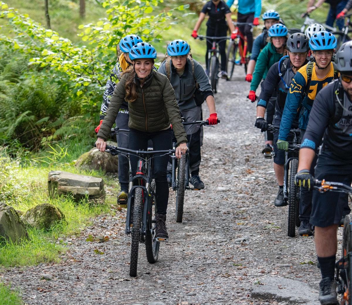 ویندرمر ، پادشاهی متحده - 21 سپتامبر: کاترین ، دوشس کمبریج با دوچرخه کوهستان دوچرخه سواری می کند ...
