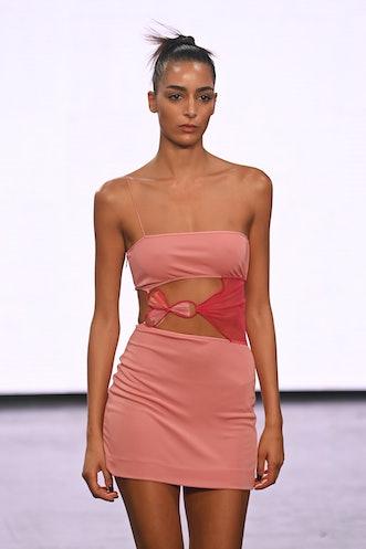 LONDON, ENGLAND - SEPTEMBER 17: A model poses at the Nensi Dojaka show during London Fashion Week Se...