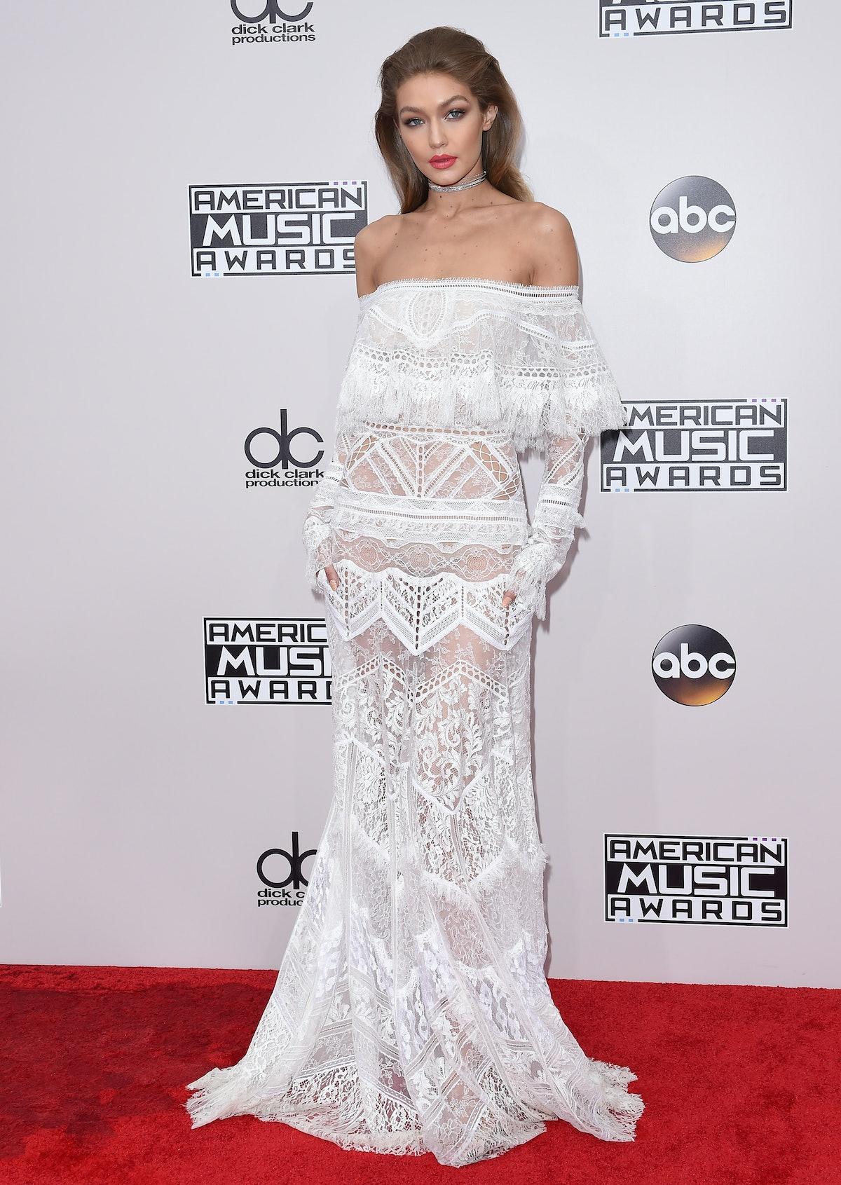 LOS ANGELES, CA - NOVEMBER 20:  Model Gigi Hadid arrives at the 2016 American Music Awards at Micros...