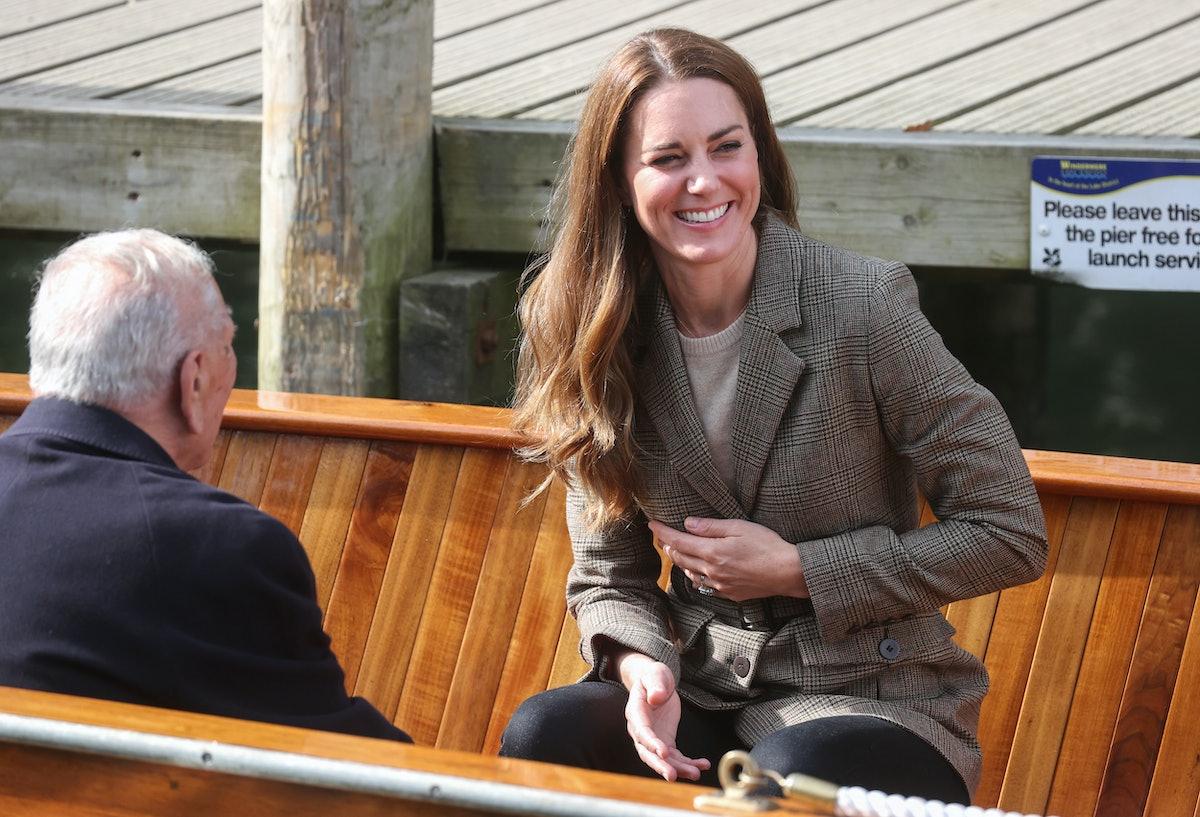 LOW WRAY ، انگلیس - 21 سپتامبر: کاترین ، دوشس کمبریج با صدای بوق قایق ها واکنش نشان می دهد ...