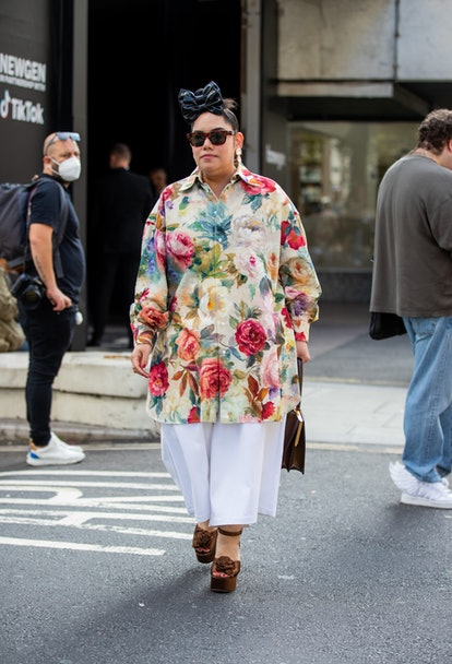 LONDON, ENGLAND - SEPTEMBER 18: A guest is seen outside yuhan wang during London Fashion Week Septem...