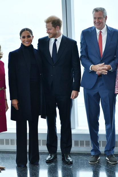 NEW YORK, NEW YORK - SEPTEMBER 23: Meghan, Duchess of Sussex and Prince Harry, Duke of Sussex pose w...