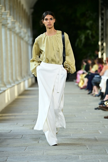 MILAN, ITALY - SEPTEMBER 22: A model walks the runway at the Alberta Ferretti fashion show during th...
