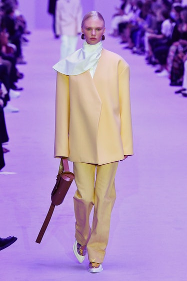MILAN, ITALY - SEPTEMBER 22: A model walks the runway during the Jil Sander Ready to Wear Spring/Sum...