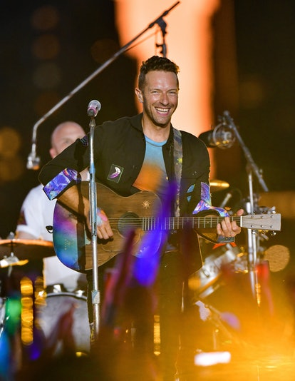NEW YORK, NEW YORK - JUNE 17:  Chris Martin of Coldplay performs during pre-taping of the Macy's 4th...