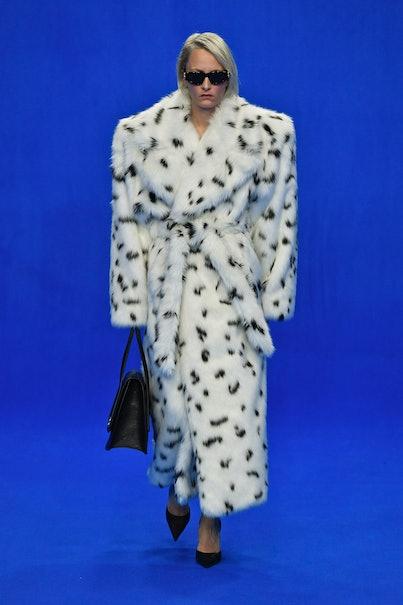 PARIS, FRANCE - SEPTEMBER 29: A model walks the runway during the Balenciaga Ready to Wear Spring/Su...