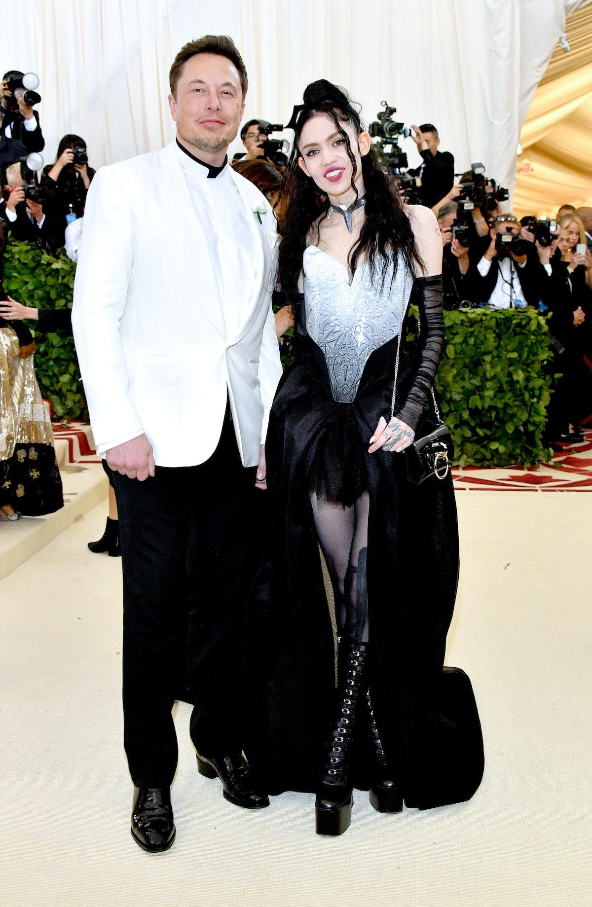 نیویورک ، نیویورک - 07 مه: ایلان ماسک و گرایمز در The Heavenly Bodies: Fashion & The Catholic Imag شرکت می کنند ...
