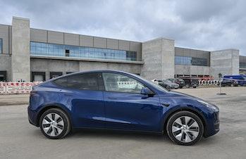 01 September 2021, Brandenburg, Grünheide: A Tesla Model Y stands on the construction site of the Te...