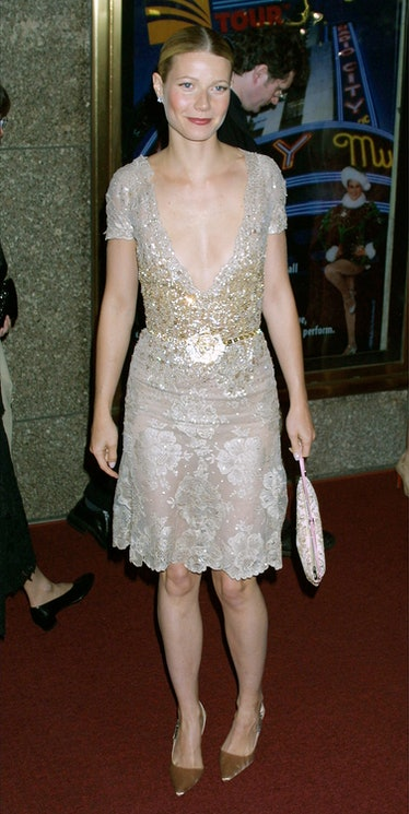 390097 17: Actress Gwyneth Paltrow arrives at the 55th annual Tony Awards June 3, 2001 at Radio City...