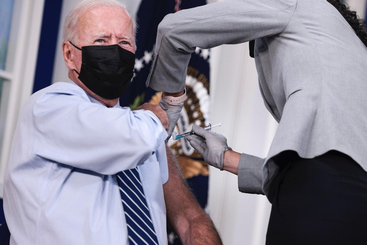 WASHINGTON, DC - SEPTEMBER 27: U.S. President Joe Biden receives a third dose of the Pfizer/BioNTech...