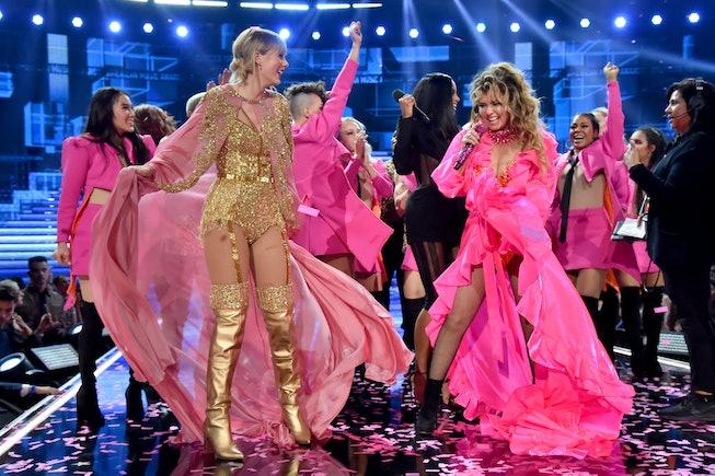 LOS ANGELES, CALIFORNIA - NOVEMBER 24: (L-R) Taylor Swift, Ciara, and Shania Twain are seen onstage ...