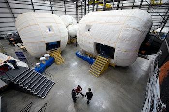 LAS VEGAS, NV - FERUARY 4: In deze geposte afbeelding van NASA, plaatsvervangend beheerder Lori Garve...