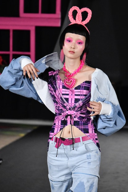 PARIS, FRANCE - SEPTEMBER 27: A model walks the runway during the Weinsanto Ready to Wear Spring/Sum...