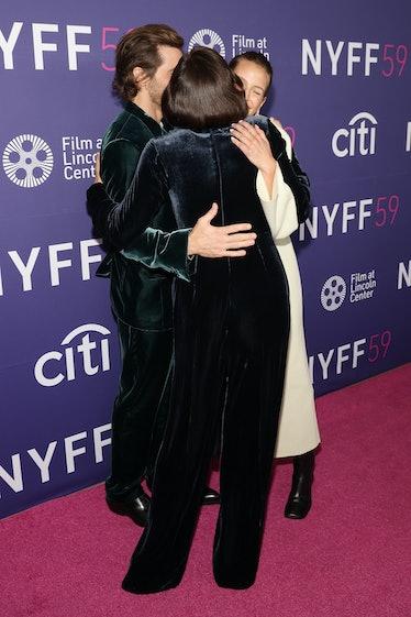 NEW YORK, NEW YORK - SEPTEMBER 29: Maggie Gyllenhaal hugs Jake Gyllenhaal and Jeanne Cadieu at the p...