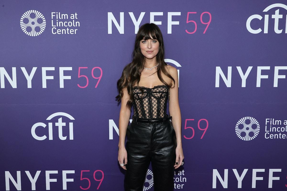 """نیویورک ، نیویورک - 29 سپتامبر: داکوتا جانسون در اولین نمایش فیلم شرکت کرد """"دختر گمشده"""" در حین..."""