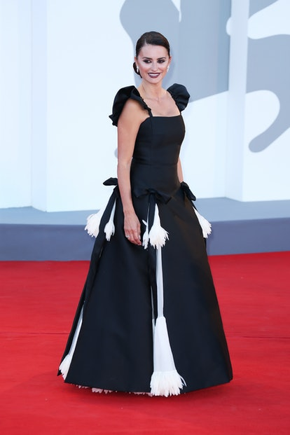 """VENICE, ITALY - SEPTEMBER 01: Penelope Cruz attends the red carpet of the movie """"Madres Paralelas"""" d..."""