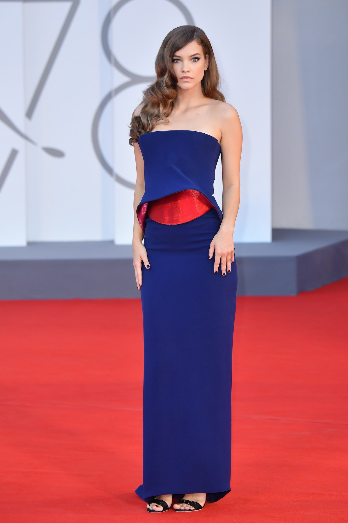 """VENICE, ITALY - SEPTEMBER 04: Barbara Palvin attends the red carpet of the movie """"Competencia Oficia..."""