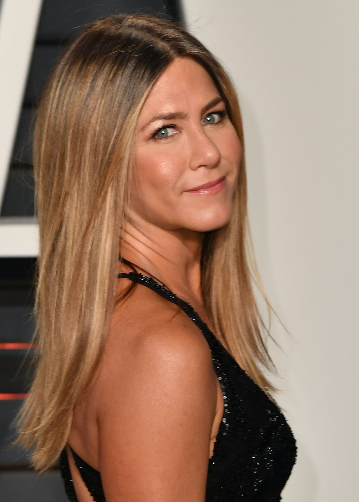 BEVERLY HILLS, CA - FEBRUARY 26:  Actress Jennifer Aniston attends the 2017 Vanity Fair Oscar Party ...